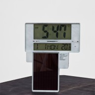 Vandasye_Solar-powered-Clock_1