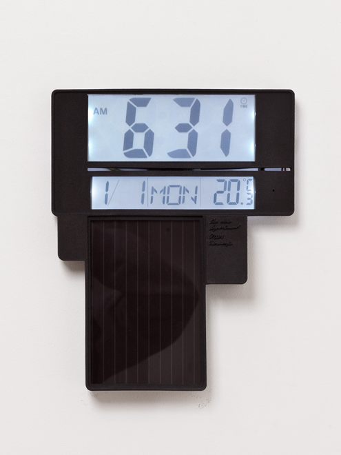 Vandasye_Solar-powered-Clock_6