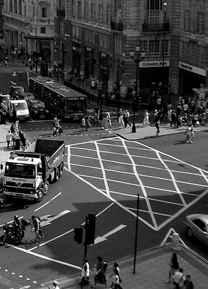 PiccadillyCircusLookingDown2005_SW